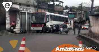Em Manaus, motorista de app fica preso às ferragens ao bater em ônibus - EM TEMPO