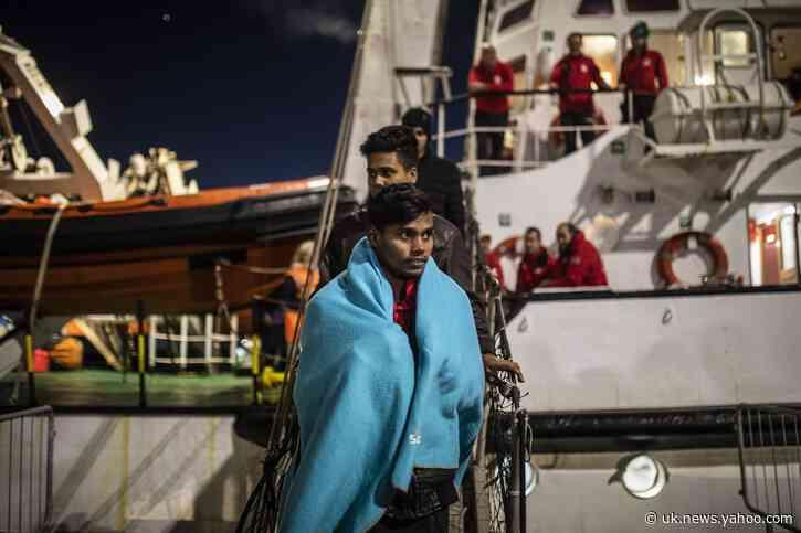 UN agency says 280 migrants stranded in unsafe port in Libya
