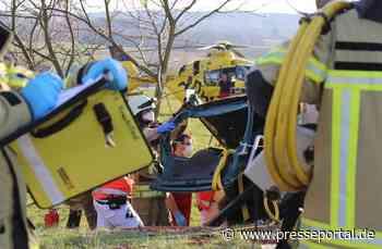 FW Asbach: Verkehrsunfall auf B8 / Schwerverletzter Fahrer durch Feuerwehr befreit / Rettungshubschrauber... - Presseportal.de