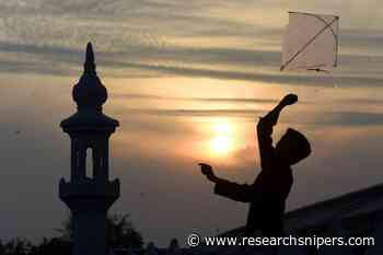 Karachiites Engage Themselves in Kite Flying Activities Amid Lockdown - Research Snipers