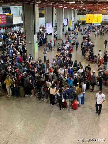 Imagens registram aglomeração no aeroporto de Guarulhos nesta sexta em meio à pandemia de Covid-19 - G1
