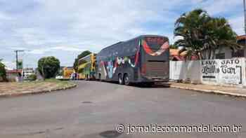 Ônibus com trabalhadores chegam à Vazante e deixam população preocupada. - Jornal de Coromandel