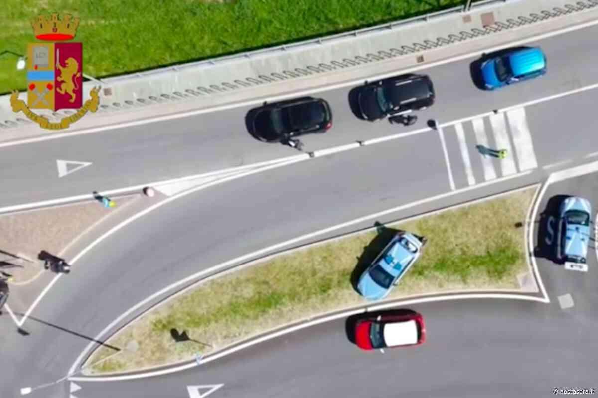 """Il """"blocco"""" a Pont-Saint-Martin, i controlli sugli ingressi in Valle in un video della Questura - AostaSera"""