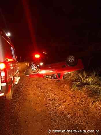 Jovens ficam feridos após veículo capotar no interior de Fraiburgo - Michel Teixeira