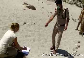 Police gave bizarre punishment to tourists roaming along the Ganges - News Track English