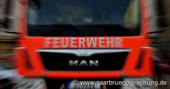 Feuer in Schwalbach-Elm: Brandstifter zünden Mülltonnen vor Pfarrhaus an - Saarbrücker Zeitung