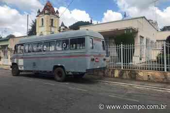 Covid-19: casal roda com ônibus 'cata véio' em Vespasiano para apoiar isolamento - O Tempo