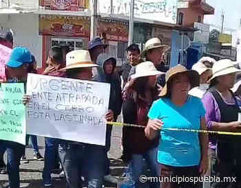 Pobladores bloquean carretera El Seco-Perote; exigen apoyo para sofocar incendio - Municipios Puebla