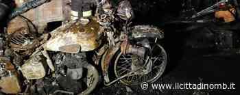 Vigili del fuoco di Monza a Cusano Milanino per un incendio in un deposito di moto e auto d'epoca - Il Cittadino di Monza e Brianza