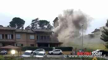 Fuoco e fiamme dal garage, scoppia un incendio in una villetta: dentro una famiglia - AnconaToday