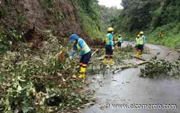 Los trabajos de limpieza continúan en la vía Riobamba-Macas - El Comercio (Ecuador)