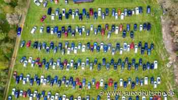 Hunderte Gläubige feiern Auto-Gottesdienst am Niederrhein - Süddeutsche Zeitung