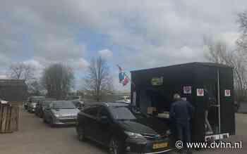 Een aspergedrive-in in Noordbroek wegens corona. Klanten hoeven de auto niet uit meer voor het witte goud - Dagblad van het Noorden