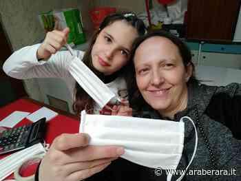 CASTELLI CALEPIO – Monica e la nipotina Asia, che in cantina producono mascherine e le consegnano gratis a Ospedali, Asl e privati - Araberara - Araberara