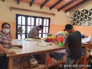 En Isla Pucú trabajan confeccionando tapabocas para la comunidad - Nacionales - ABC Color