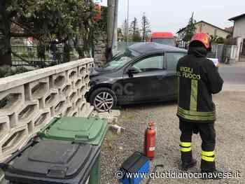 BOSCONERO - Incidente stradale, abbatte con l'auto la recinzione di una villetta - FOTO - QC QuotidianoCanavese