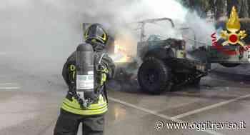 Auto in fiamme a Motta di Livenza: il conducente assiste impotente al rogo . - Oggi Treviso