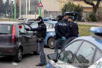 Riva del Garda: beccato due volte in un'ora. 400 euro di multa anche per un giovane che prendeva la tintarella in riva al lago - la VOCE del TRENTINO