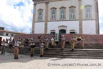PMs músicos tocam hino ao Senhor do Bonfim na escadaria da igreja; vídeo - Jornal Correio