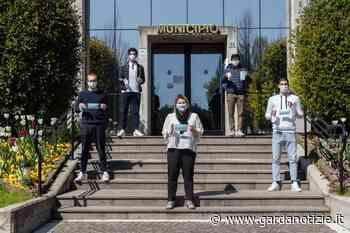 A Sirmione iniziata la distribuzione delle mascherine. I primi a riceverle a domicilio saranno gli over 60 • Gardanotizie - Garda Notizie