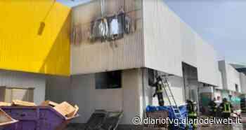 Fiamme alla Bricofer di Codroipo, distrutto uno dei magazzini - Diario FVG