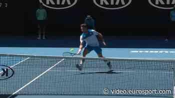A cheeky drop shot from Wawrinka - Eurosport.com