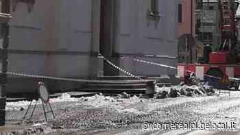 Ghiaccio giù dai campanili piomba su un'auto ad Agordo - Corriere Delle Alpi