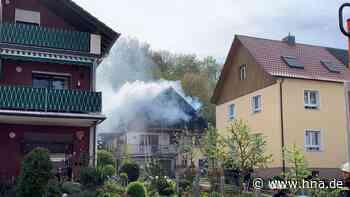 Dachstuhlbrand in Gelnhausen - Großeinsatz der Feuerwehr - hna.de