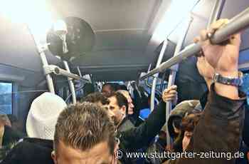 Buslinie nach Schwieberdingen - Trotz Kontaktsperre: Fahrgäste dicht an dicht - Stuttgarter Zeitung