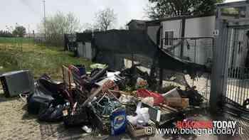 Isola ecologica chiusa, rifiuti così - BolognaToday