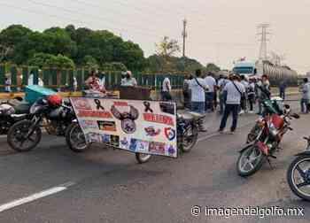 Repartidores bloquean la Cosolea-Nuevo Teapa; exigen justicia para mujer asesinada - Imagen del Golfo