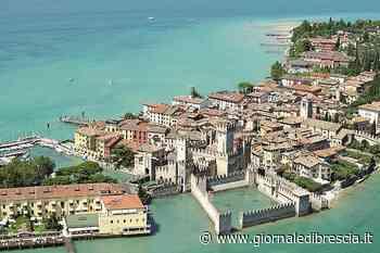 Sirmione: per il 25 aprile inno da finestre e balconi - Giornale di Brescia