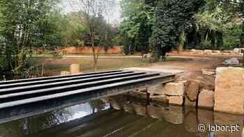 Nova ponte pedonal em construção no Parque do Rio Ul - Labor