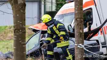 Solms: Vier Verletzte: Mann stirbt bei Unfall mit Rettungswagen - BILD