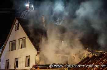 Feuerwehreinsatz in Aidlingen - Carport-Brand greift auf Haus über – hoher Schaden - Stuttgarter Zeitung