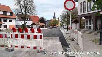 Dotternhausen: Neuer Fahrbahnbelag in Ortsmitte wird aufgebracht - Dotternhausen - Schwarzwälder Bote