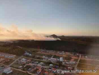 VÍDEO: fumaça de incêndio atinge quatro bairros de Barra Velha   NSC Total - NSC Total