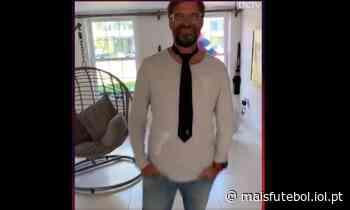 VÍDEO: Klopp aproveita quarentena para aprender a dar um nó na gravata - Mais Futebol