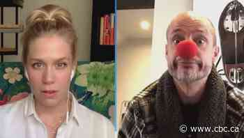 Kurt Browning clowns around to raise spirits and funds for COVID-19 relief