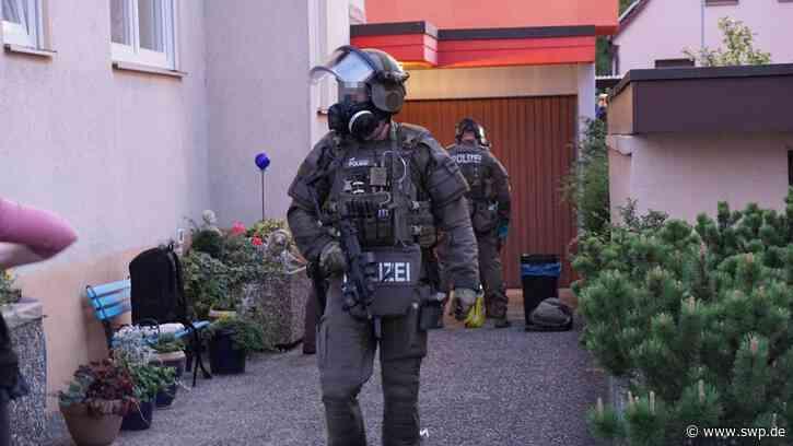 Polizei in Bad Boll: Schüsse auf 29-Jährigen in der Hauptstraße: Polizei fahndet nach Mann - SWP