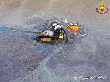 Cadavere in Arno a San Giuliano Terme, il recupero dei vigili del fuoco - gonews