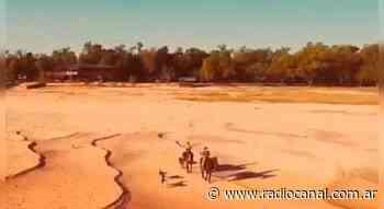 El Parana seco, lo cruzan a caballo - radiocanal.com.ar
