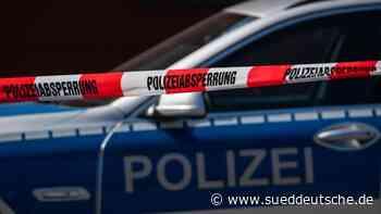 Junge Männer bedrohen Polizisten mit Macheten - Süddeutsche Zeitung