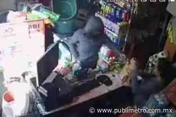 ¡En plena cuarentena! Mujer encapuchada asalta tienda en Ixtapaluca - Publimetro México