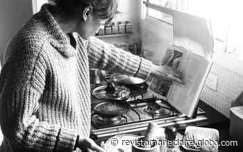 """Namorada mostra Camila Pitanga cozinhando e se derrete: """"Amar sobretudo a sua ousadia"""" - Marie Claire Brasil"""