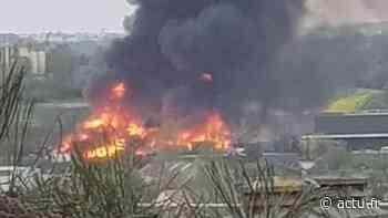 Essonne. L'incendie d'un entrepôt à Champlan provoque un important nuage de fumée - actu.fr