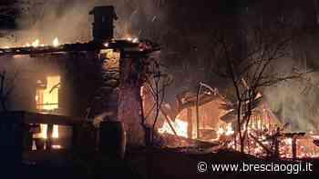 Una Pasqua di fuoco Incenerita una baita al confine di Adro - Brescia Oggi