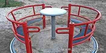 Ein Karussell für alle Kinder im Schlosspark Putbus - Ostsee Zeitung