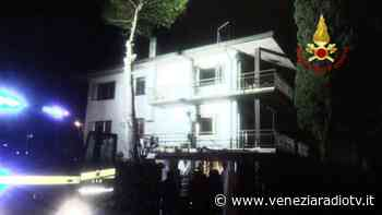 Olmo di Martellago: incendio in una casa, anziano salvato dai pompieri - Televenezia