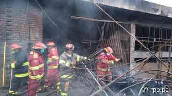 Ilo: Incendio redujo a cenizas más de 30 puestos de un mercado - RPP